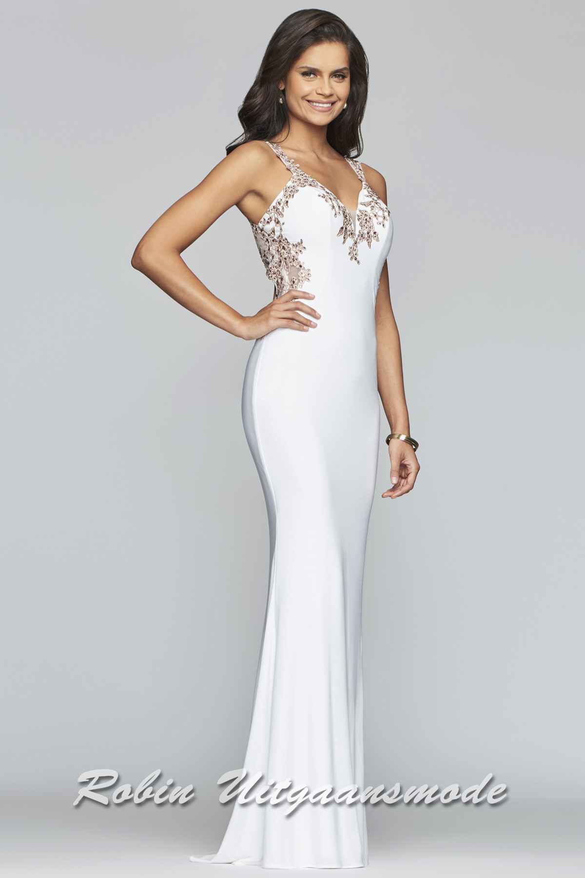 60f95331f787d Fit and flare wedding dress feature a v-neck decorated with lace applique  lines around