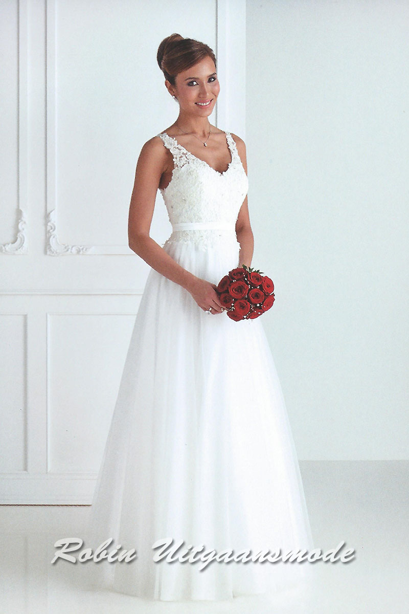 5f39c2ad1c9ce Stylish white wedding dress with lace bodice. | modelnr b-u4-19