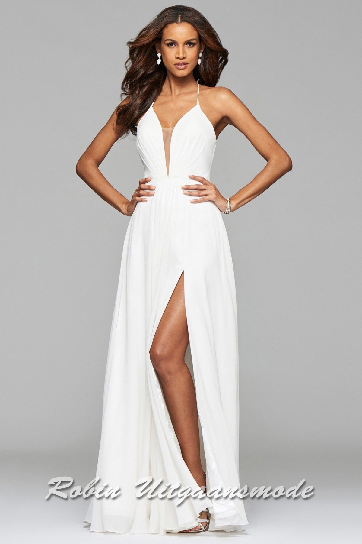ed98ec059b2c5 White wedding dress with V-neck, spaghetti straps and slit | modelnr g-