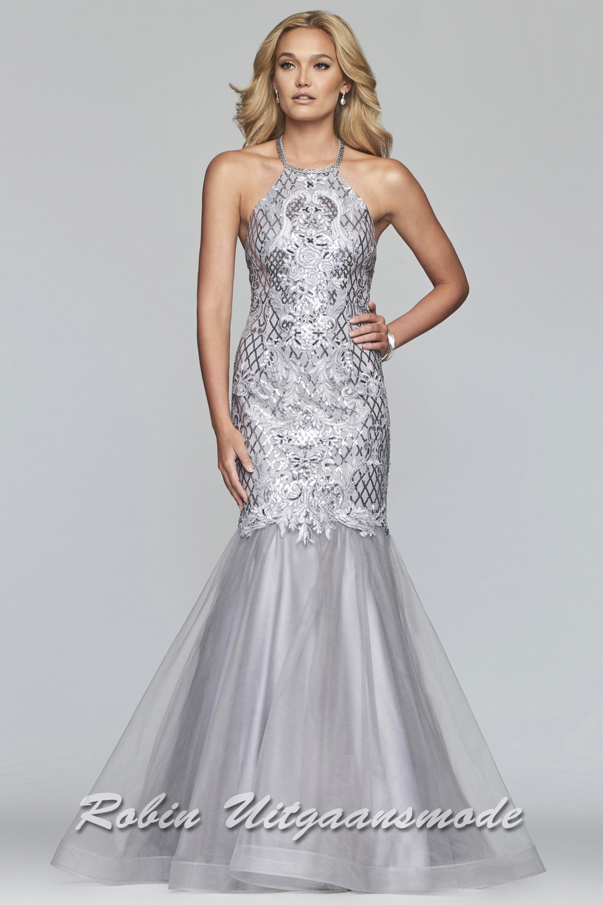 c1b70da027c Sequin dresses   Shimmering gowns beaded with stones and lovers   Robin