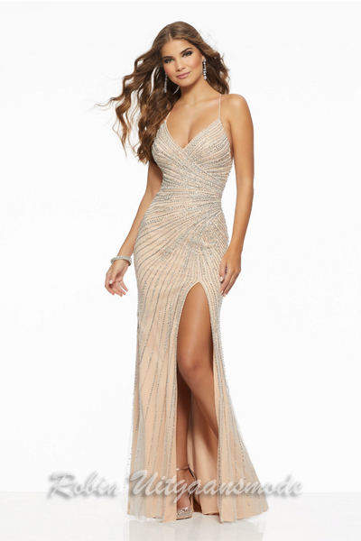 35ddfd5143b Sequin dresses   Shimmering gowns beaded with stones and lovers   Robin