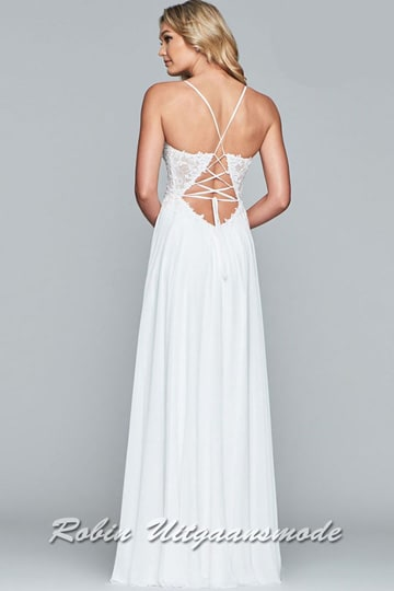 Charming white prom dress with a high side leg slit, the bodice is decorated with detailed embroidery and the thin spaghetti straps runs to the lace-up back | modelnr b-4-4