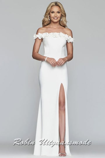 Long off-shoulder prom dress with a high slit, the strapless and slim fitting bodice features a lovely floral embellishment adorn the neckline and sleeves | modelnr b-4-8