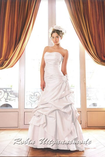 Wide draped wedding dress with a fitted strapless bodice | modelnr b-a2-18