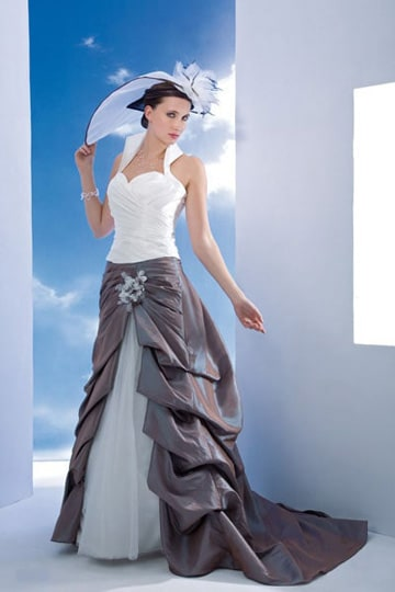 Two-tone wedding dress with a white bodice and a skirt with train. | modelnr b-a2-6