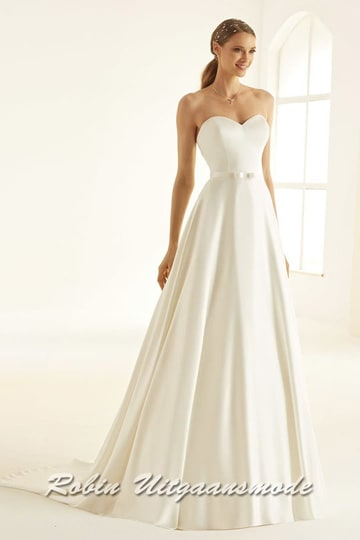 Affordable strapless wedding gown with heart-shaped bodice, a low-cut back and flary skirt with train | modelnr b-i4-10