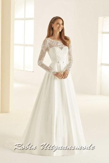 A-line wedding dress boat neckline, with a lace bodice that extends into long sleeves over the wrists | modelnr b-i4-12