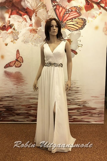 Bridal dress with a crossed V-neck, covered with beautiful drapes, wide shoulder straps and a slit | modelnr b-n2-97