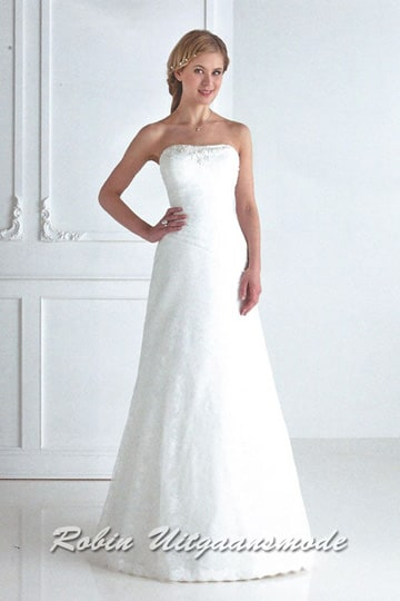 Strapless ball gown in white, with lace covering the whole dress | modelnr g-u4-26
