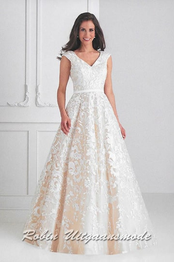 Joyful A-line wedding dress with embroidered lace top layer, a V-neck bodice with wirde shoulder straps. | modelnr b-u4-42