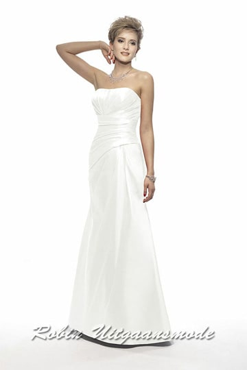 Strapless wedding dress, the pleats in the skirt and bodice form a beautiful combi with the drapes at the waist | modelnr g-v2-1