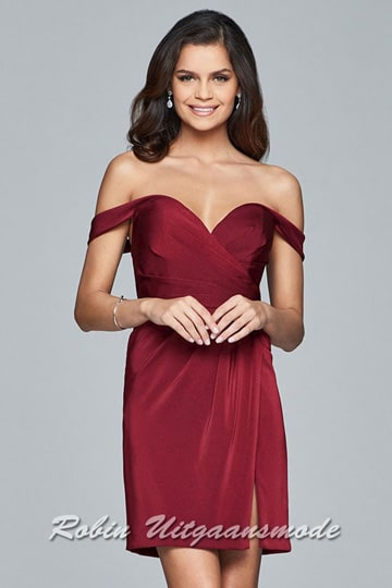 Elegant short prom dress features a soft sweetheart neckline which flows nicely into off the shoulder, cap sleeves | modelnr c-1-47