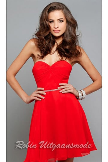 Red strapless cocktail dress with heart-shaped neckline | modelnr c-1-63