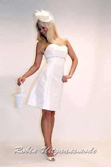 Ivory white dress with heart-shaped strapless top and beaded band under the bust | modelnr c-a1-23