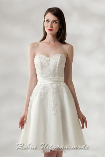 Ivory-coloured short wedding dress with heart-shaped strapless top | modelnr c-a1-4