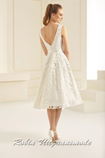 Short ivory white dress with lace and hign neck | modelnr c-b1-4