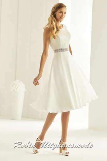 Stylish short wedding dress with boat neck and V-low back, the bodice is completely finished with lace | modelnr c-b1-8