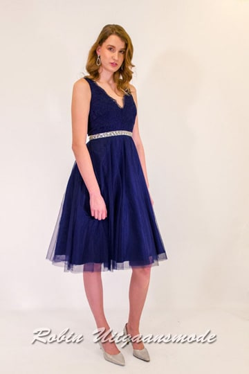 Elegant blue evening dress with a skirt up to the knee, the lace bodice has a V-shaped neckline and back | modelnr c-n1-63