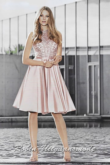 Light old pink cocktail dress in satin, a high-neck embroidered bodice and tea-length skirt | modelnr c-n1-68