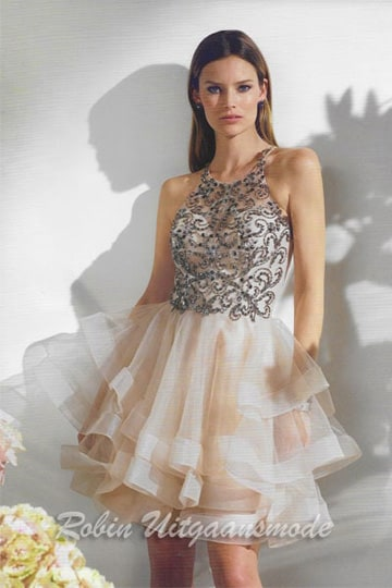 Glamour cocktail dress with richly decorated lace layer on the heart-shaped body, the flared tulle skirt is featured in joyful layers | modelnr c-n1-71