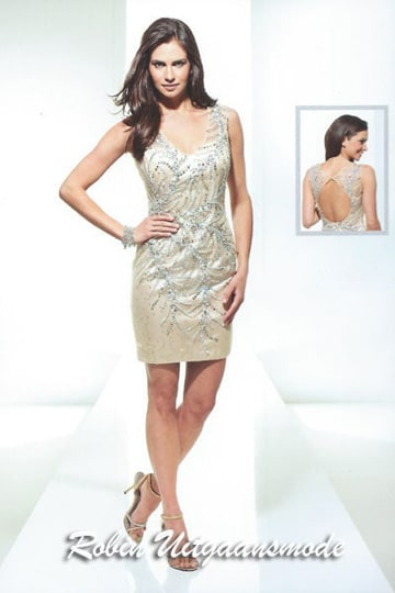 Straight cocktail dress with V-neck and peephole back, in the gold-silver | modelnr c-u1-60