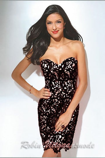 weetheart strapless cocktail dress with lace embroidered over the whole dress, in red and black | modelnr c-u1-61