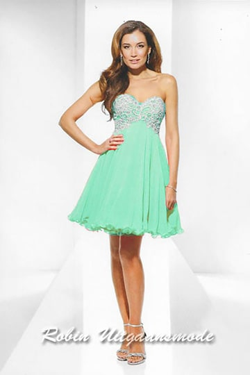 Lovely strapless short dress features a fully beaded bodice and flary skirt | modelnr c-u1-92