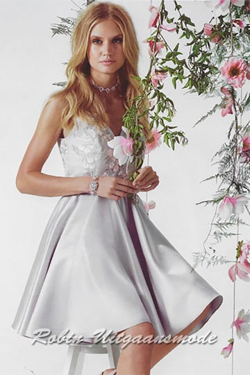 Satin short dress in light grey with pink embroidered flowers on the bodice and a smoothly flared skirt till the knee | modelnr c-ul1-28