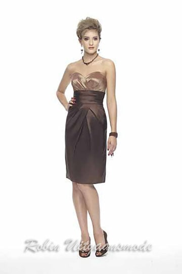 Straight model short evening dress with golden brown strapless top. | modelnr c-v1-3