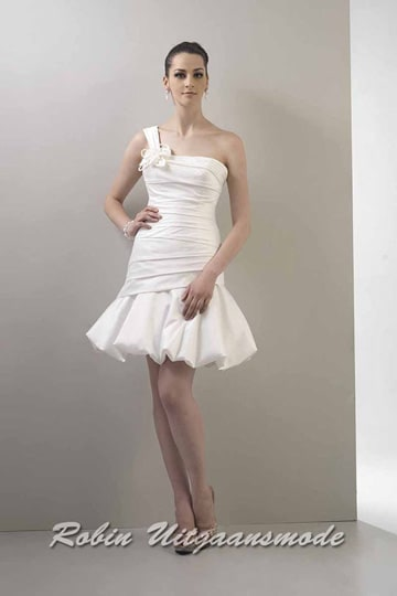 White one-shoulder short wedding dress with a fitted shape and balloon skirt | modelnr c-v1-4