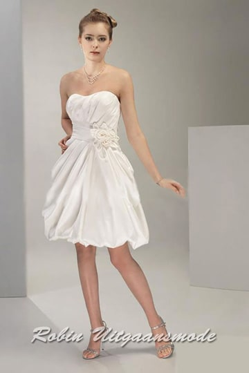 Sweetheart strapless wedding dress with a short skirt and floral applique on the waist | modelnr c-v1-5