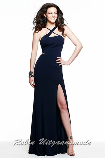 Fitted evening dress with a cross halter closure, a long skirt with a high slit | modelnr g-2-136