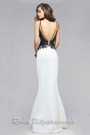 Black applique detailing on the back and the slim fitted white skirt | modelnr g-2-160