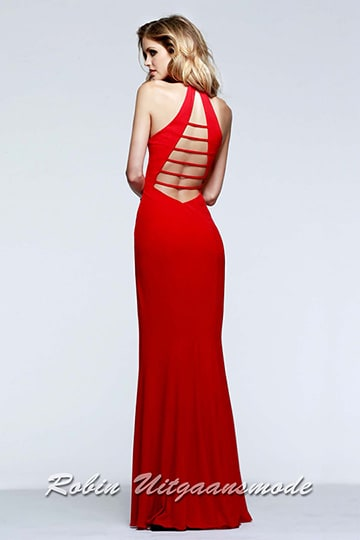 Lace-up back of the red prom dresses with V-neck neckline and high slit. | modelnr g-2-171