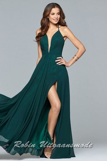 Lace-up back evening dress with V-neck, spaghetti straps and slit in green | modelnr g-2-174