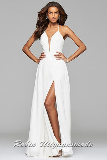 Ivory white v-neck dress with full skirt and lace-up back. | modelnr g-2-174