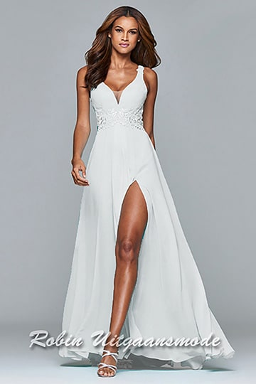 Long full chiffon dress with lace detailing, this V-neck dress has a fitted bodice | modelnr g-2-176