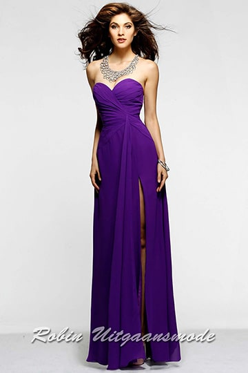Purple strapless wedding dress with sweetheart bodice, high slit and a straight-cut back | modelnr g-2-19