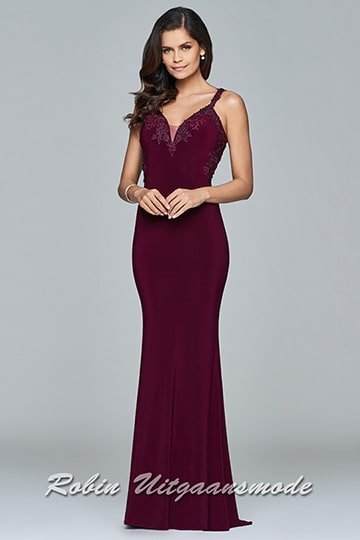 Bordeaux long V-neck dress with lace applique covers the neckline and sides | modelnr g-2-193