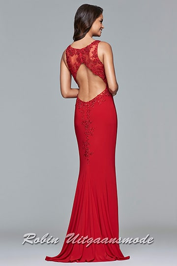 Red V-neck dress with lace applique covers the neckline and sides | modelnr g-2-193