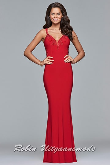 Long V-neck dress with lace applique covers the neckline and sides  | modelnr g-2-193