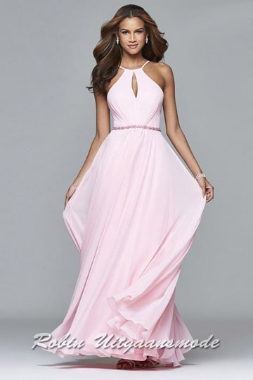 Flary long prom dress with a key hole high neck line in light pink | modelnr g-2-222