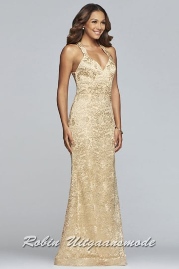 Gold coloured evening gown in a graceful lace fabric, the fitted bodice has an elegant V-neck and half-open back | modelnr g-2-228