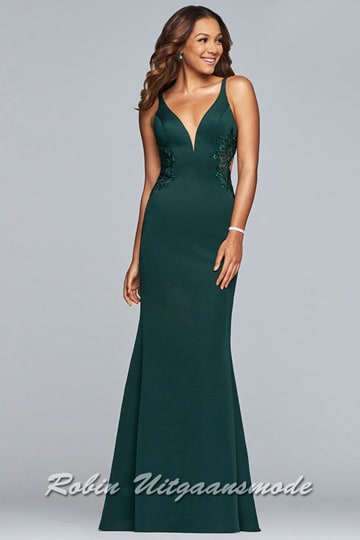 Elegant green prom dress, the fitted bodice with illusion deep V-neck features lace sides which run to the half-open back | modelnr g-2-230