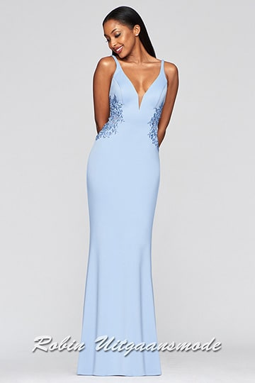 Elegant lightblue prom dress, the fitted bodice with illusion deep V-neck features lace sides which run to the half-open back | modelnr g-2-230
