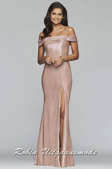 Shiny prom dress with an off-shoulder boat neck, in a tight-fitting model with a split in three colours | modelnr g-2-237