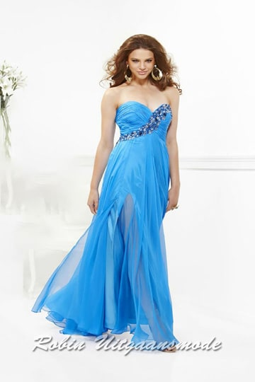 Blue sweetheart strapless prom dress with hidden slit and beaded curve around the bodice | modelnr g-2-69