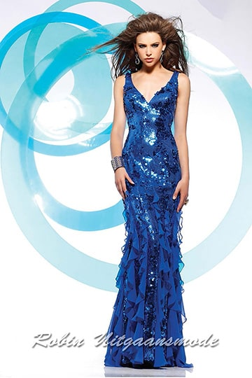 Royal blue sequin dress in glamour style finished with playful ruffles, in a straight model with V-neck and wide shoulder straps | modelnr g-2-79