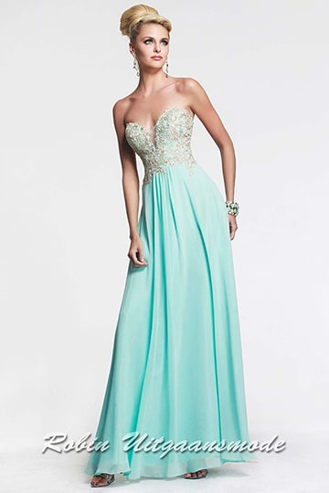 Strapless prom dress in mint green with a beautiful lace bodice and a heart-shaped neckline | modelnr g-2-92