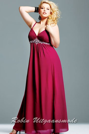 Stylish plus size dress features a V-neck, low back, beaded waistline and a slit, in the size 48 and 52 | modelnr g-3-2